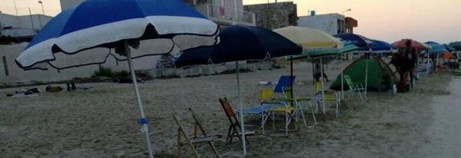 Risse e occupazioni notturne per piazzare l'ombrellone