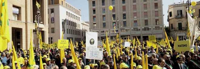 La protesta in piazza Sant'Oronzo a Lecce (foto Ivan Tortorella)