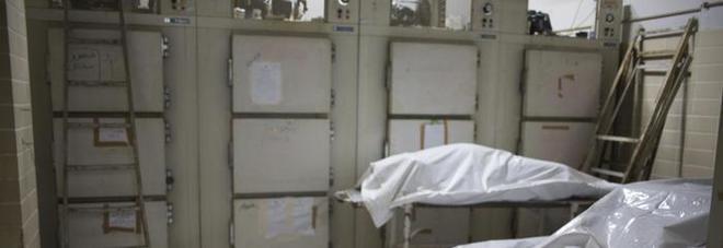 Creduta morta e portata in obitorio si sveglia nella cella frigorifera. Ma l'ipotermia la uccide