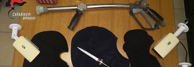 Il materiale ribato e sequestrato dai carabinieri