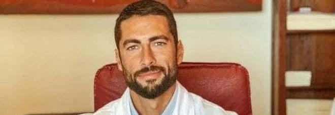 Giovanni Angiolini, è un ortopedico il medico più bello d'Italia: ha solo un difetto