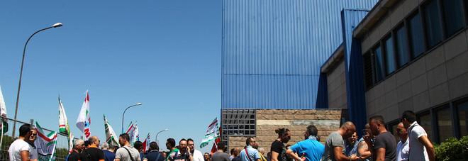 """Ilva, sciopero contro il piano degli esuberi. A Roma stop alla trattativa tra sindacati e gruppo acquirente. Calenda: """"Proposta irricevibile"""""""