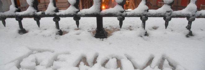 Neve sull'Italia da Nord a Sud: Castelli Romani e Vesuvio imbiancati