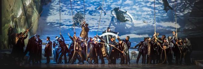 Wagner e l'Olandese Volante strappano applausi al Petruzzelli