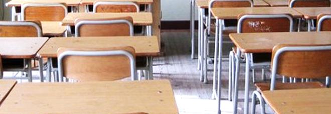 Bimbo resta solo in classe. I genitori degli altri scolari: «Ha problemi, può fare del male ai nostri figli»