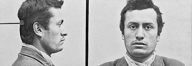 L'arresto di Mussolini a Berna, nel 1903. La polòizia svizzerà sbagliò il nome sulla foto segnalestica: lo chiamò Benedetto Mussolini