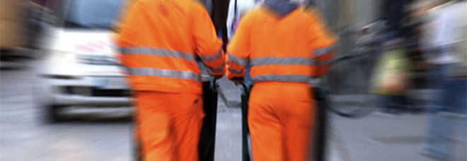 """Lecce, la petizione dei commercianti in centro: """"Salvate il nostro netturbino"""""""