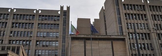 Mazzette, Rolex e diamanti per pilotare le sentenze: in carcere due magistrati