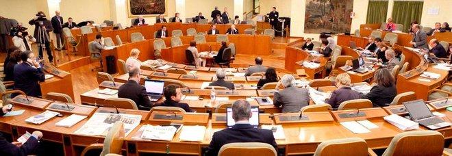 Regione, maggioranza ancora sotto: avviso dei franchi tiratori a Emiliano