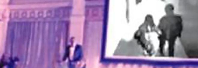 Sposo proietta un video durante la festa di nozze: è della sposa che lo tradisce con un altro