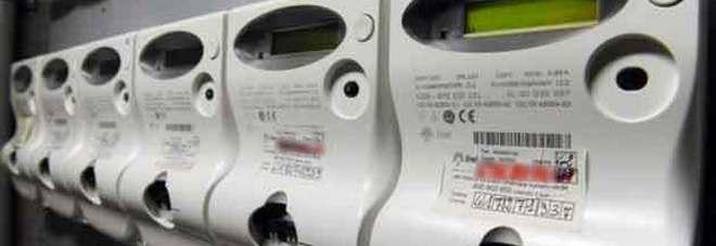 Energia elettrica per 70mila euro sottratta dalla concessionaria: domiciliari per il proprietario