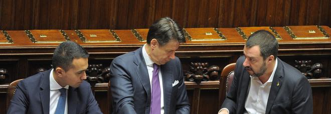 Governo trema sugli sbarchi, poi l'intesa: 10 in Italia