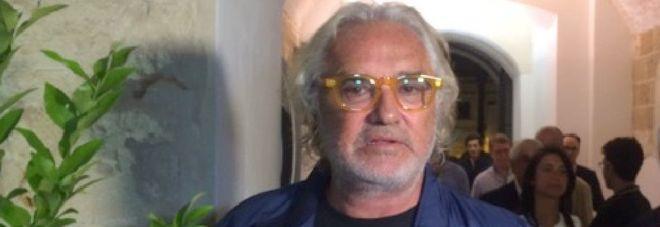 Il chiarimento di Briatore dopo la bufera: «Il turismo di qualità non mina le bellezze della Puglia»