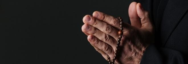 Nuovo caso di abusi a Napoli, il cardinale Sepe in serio imbarazzo