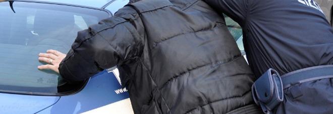 """In auto con 4,5 chili di """"coca"""" e 5mila euro: arrestato"""