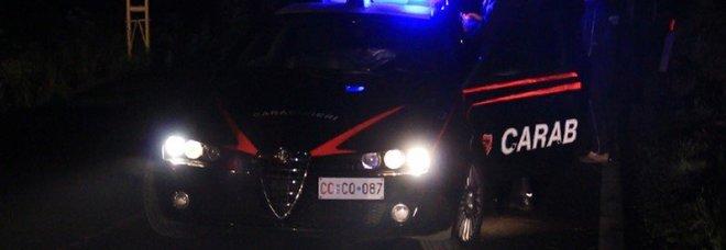 Sorprende i ladri in casa, picchiato e mandato in ospedale