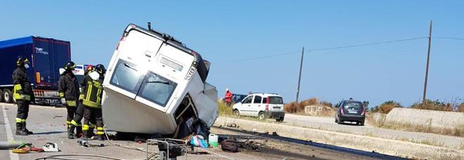 La strage degli immigrati: 12 morti a Foggia nel furgone del caporale