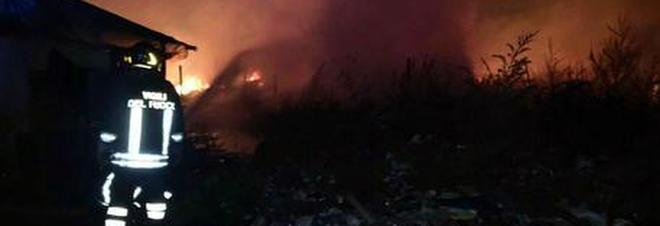 """Incendio al """"campo bulgari"""", ventenne muore nel sonno"""
