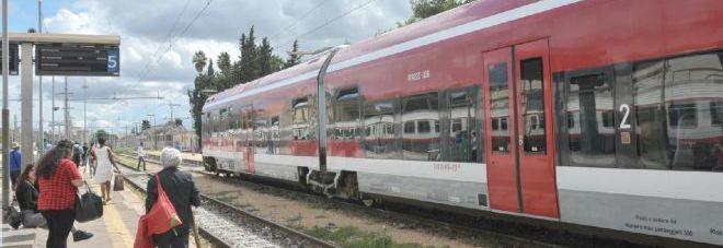 Fse cambia orario dei treni, ma non avvisa: pendolari nel caos in tutta la Puglia