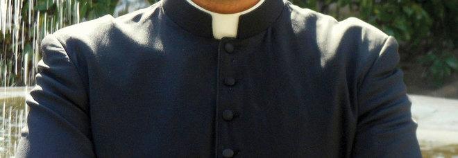 Salento, prete abusò di un minore. La telefonata choc: «Era affetto, dammi il tuo iban» - VIDEO