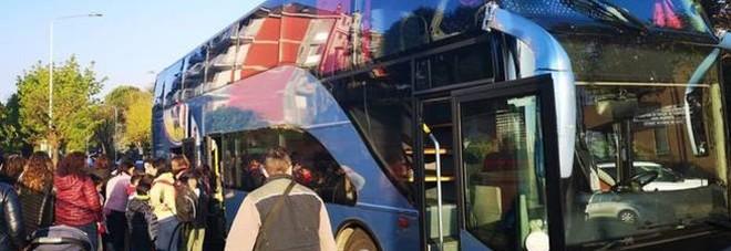 Sorpresa al rientro dalla gita a Sarajevo: un migrante nascosto sul bus degli studenti