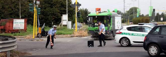 L'incidente mortale in via Ripamonti a Milano (Fotogramma)