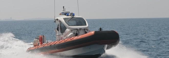 Bari, recuperato in mare il corpo di un uomo. Forse caduto in acqua dopo un malore