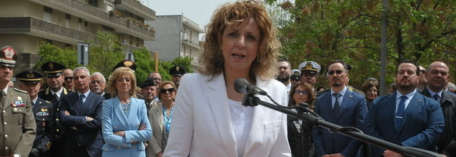 La cerimonia in piazza Partigiani alla presenza del ministro Barbara Lezzi