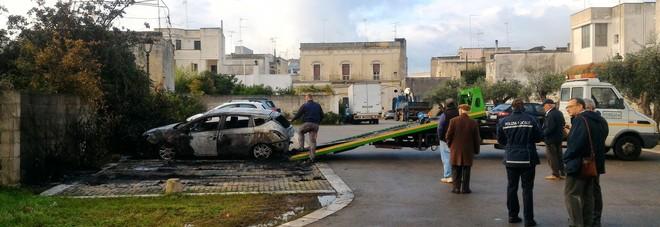 Attentati incendiari e paura: «Riattivare le telecamere»