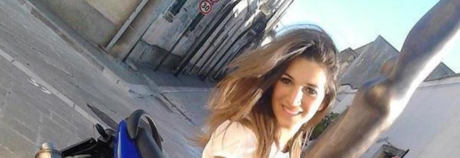 Il padre di Noemi va sotto casa del fidanzato e attacca genitore di lui: «Me l'hai uccisa, vieni fuori»