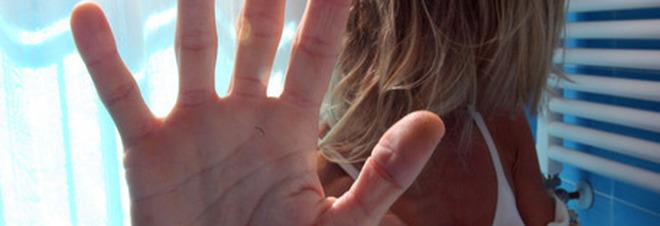 Violentano e picchiano una donna: uno dei due balordi è un disabile