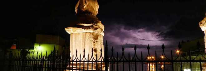 La tempesta di fulmini al largo di Brindisi