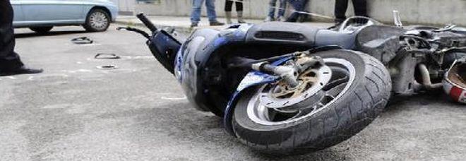 Cade con lo scooter: in rianimazione ragazzino 15 anni