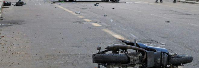 Ubriaco al volante, travolge scooter con a bordo padre e figlio: un morto e un ferito grave