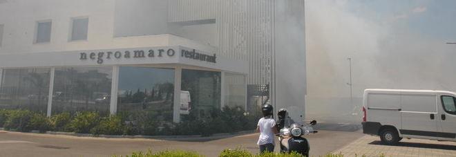 Domenica di incendi e paura: il fumo invade appartamenti e hotel