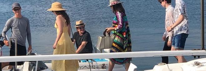 """Bono Vox, la star si gode Gallipoli: """"pizzicato"""" al Mare Chiaro"""