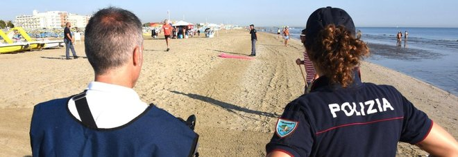 Rimini, nuova violenza in spiaggia contro una coppia di Parma: arrestato marocchino di 34 anni