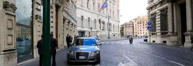 Parcheggio selvaggio vicino piazza del Parlamento