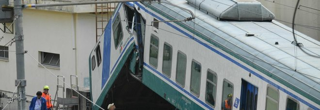 Treno si schianta sul muro alla fine del binario