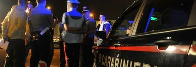 Targa falsa e folle inseguimento in strada: mistero sulla Mercedes in fuga