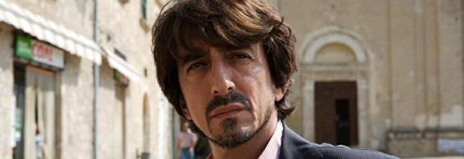 Elia, custode solitario di un paese fantasma. Ciak in Puglia per il nuovo film di Pippo Mezzapesa con Sergio Rubini