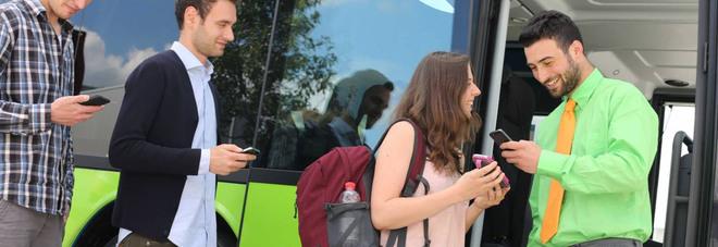 """Rivoluzione in officina: orari e biglietti del bus col """"touch"""" del cellulare"""