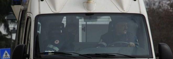 Perugia, cinquantenne si lancia dal balcone in via Alessi