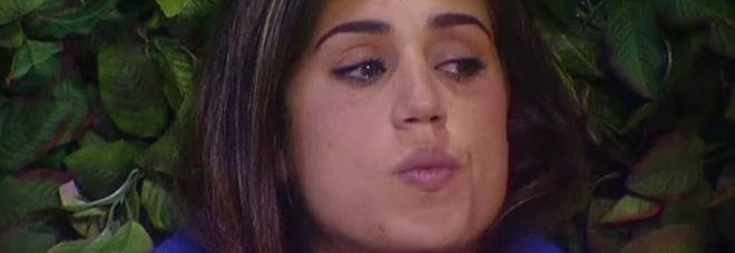 Cecilia Rodriguez, insulti urlati da fuori la casa del grande Fratello Vip: lei reagisce così. Ecco cosa hanno detto