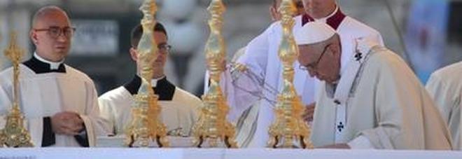 L'omelia del Papa a Molfetta: chiamati ad essere come lui costruttori di pace