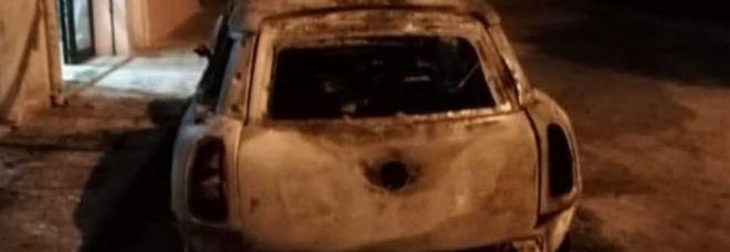 A fuoco l'auto del presidente Arci Brindisi