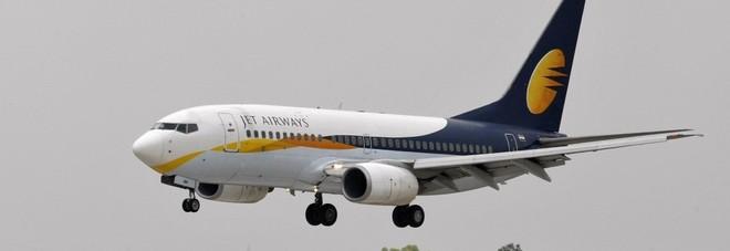 India, bambino nasce sull'aereo: volerà gratis per sempre