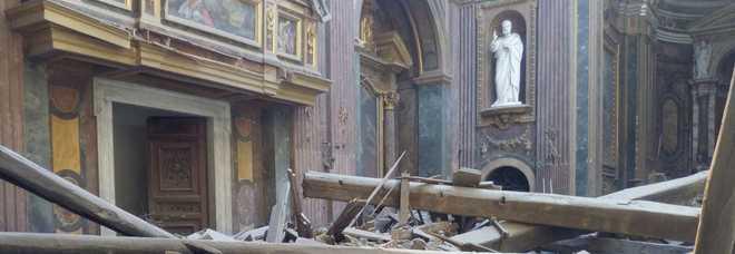 Roma, crolla il tetto di in una chiesa davanti al Campidoglio