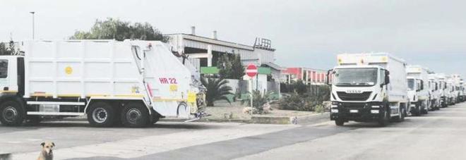 Impianti chiusi: i camion tornano indietro. Da lunedì a rischio la raccolta