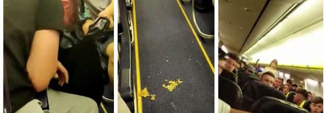 Volo Ryanair da incubo: 70 passeggeri ubriachi urlano e vomitano per tre ore nell'aereo